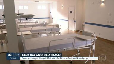 Governo do RJ inaugura hospital em Nova Iguaçu com um ano de atraso - Foi anunciado que dos 300 leitos, 150 foram inaugurados. Mas o RJ2 apurou com fontes do Estado que apenas 10 estão prontos para funcionar. Os primeiros pacientes devem chegar a partir da noite deste sábado (3).