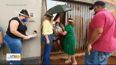 Começa distribuição de cestas básicas na região oeste de Goiânia - Cestas foram feitas pela Secretaria de Política para as Mulheres.