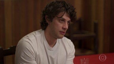 Danilo fica chocado com revelação de Nuno - Ele passa a noite pensando nas mentiras de Thelma. Lurdes tenta fugir do cativeiro. Nuno revela a Danilo que Thelma deixou o hospital com outro bebê nos braços após o incêndio