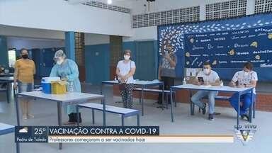 Juquiá começa a imunizar profissionais da educação contra a Covid-19 - Professores começaram a ser imunizados nesta segunda-feira (12).