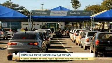 Cidades de Goiás suspendem a vacinação contra a Covid-19 por falta de doses - A expectativa dos municípios é receber uma nova remessa esta semana. O Ministério da Saúde não informou uma data específica nem a quantidade que deve ser enviada.