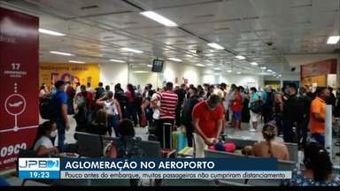 Imagens flagram aglomeração no aeroporto de João Pessoa - Desrespeitos ao distanciamento foram registrados pouco antes de embarque.