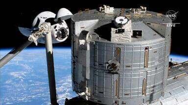 Astronautas da Nasa chegam à Estação Espacial Internacional a bordo de nave da SpaceX - Nave foi lançada na sexta-feira (23) da Flórida. É a primeira vez que duas cápsulas da SpaceX ficam ancoradas à estação ao mesmo tempo.