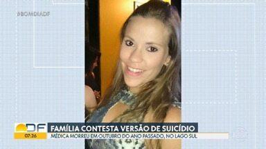 Família de médica morta ano passado contesta versão de suicídio - Sabrina Nominato morreu em outubro no Lago Sul na casa onde morava com o marido. Familiares acreditam que laudo pericial tem indícios suficientes de que médica possa ter sido assassinada.