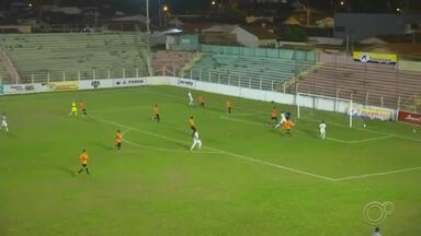 Desportivo Brasil perde para o Barretos na Série A3 do Paulista - Com todos os gols marcados no segundo tempo, o Barretos venceu o Desportivo Brasil por 2 a 1, no estádio Fortaleza, na noite de terça-feira (4), pela sétima rodada da Série A3 do Campeonato Paulista.