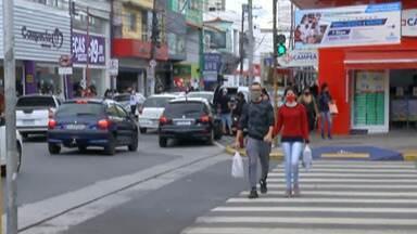 Dia das Mães movimenta comércio na região do Alto Tietê - Mesmo com a grande movimentação nas lojas, os consumidores são recebidos com todos os cuidados para contenção da Covid-19.
