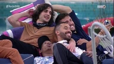 BBB 101 Dias: Entre sorrisos, abraços e choros, brothers se reúnem novamente na casa - BBB 101 Dias: Entre sorrisos, abraços e choros, brothers se reúnem novamente na casa