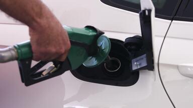 Capacidade de consumo - Porque quando se enche o tanque pode aparecer na bomba uma litragem maior que a capacidade máxima do tanque indicada no manual