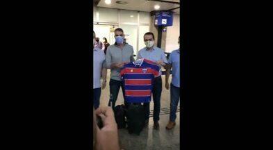 Novo técnico do Leão, Vojvoda desembarca em Fortaleza - Imagens: Reprodução/TV Leão
