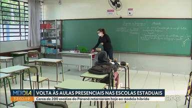 Aulas presenciais foram retomadas hoje em escolas do Paraná - Cerca de 200 escolas do Paraná retornaram hoje ao modelo híbrido.