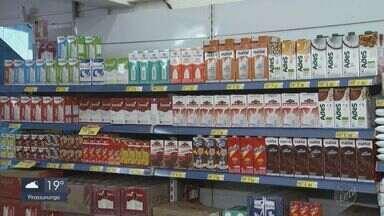 Com baixa oferta, preço do leite dispara em abril - Produtores culpam a seca pela elevação dos preços
