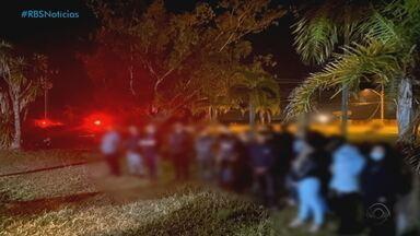 Cidades do RS voltam a registrar festas clandestinas durante o final de semana - Jaguarão registra rodeio com mais de cem pessoas, Rio Grande também teve festa com mais de 70 pessoas sem máscaras. Na Serra, em Caxias do Sul, aconteceram quatro festas clandestinas em residências particulares.