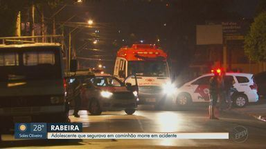 Adolescente morre após 'pegar rabeira' em caminhão em Ribeirão Preto, SP - Acidente aconteceu na Avenida Barão do Bananal. .