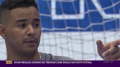Ryan, 17 anos, e a caminhada para o sucesso no futsal - Jovem goleiro do Pato Futsal vai a pé treinar e tem destaque da seleção brasileira como ídolo e companheiro de time