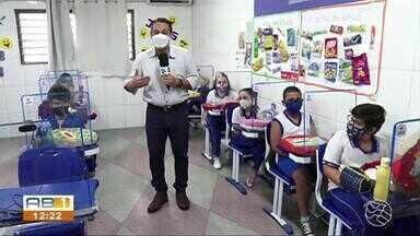 Pais falam sobre a dificuldade do ensino a distancia para os filhos - Uma parte das instituições retomaram as aulas em formato presencial.