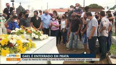 Corpo de Gael, menino de 3 anos morto em SP, é enterrado na Paraíba sob forte comoção - Cerimônia de despedida do menino foi na cidade de Prata porque as famílias dos pais da criança são do Cariri paraibano.
