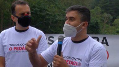 """Movimento """"Pedágio Não"""" faz manifestação contra pedágio em Mogi - A manifestação ocorreu na entrada de Mogi das Cruzes, no sábado."""