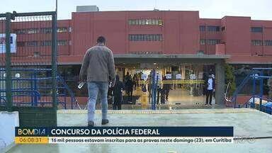 Candidatos fazem as provas do Concurso da Polícia Federal em Curitiba - 16 mil pessoas estavam inscritas para as provas neste domingo (23), em Curitiba