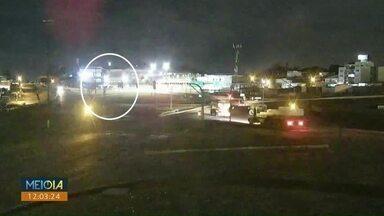 Caminhão carregado de soja roubado em Toledo é recuperado após perseguição da polícia - Motorista do caminhão foi amarrado e deixado às margens da BR-163.