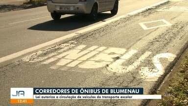 Lei autoriza a circulação de transporte escolar em corredores de ônibus em Blumenau - Lei autoriza a circulação de transporte escolar em corredores de ônibus em Blumenau