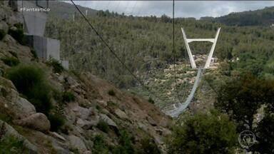 VÍDEO: Fantástico passeia pela maior ponte suspensa de pedestres do mundo, em Portugal - Estrutura de 516 metros de comprimento e e 175 metros de altura fica em Arouca, no norte do país. Você teria coragem de atravessar? A equipe do Fantástico teve!