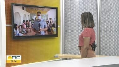 Pacientes aguardam atendimento para vacinar contra Covid na Baixada da Sobral - Pacientes aguardam atendimento para vacinar contra Covid na Baixada da Sobral