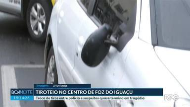 Troca de tiros entre polícia e suspeitos quase termina em tragédia em Foz do Iguaçu - O tiroteio foi depois de um assalto e assustou os moradores da região.