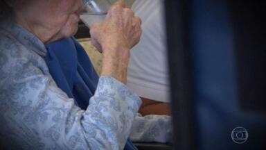 Agência dos EUA aprova primeiro remédio para combater a causa do Alzheimer - A doença ainda não tem cura e afeta mais de 30 milhões de pessoas no mundo.