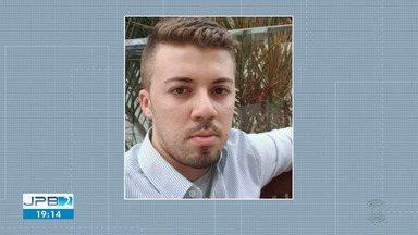 Jovem é morto a facadas dentro de apartamento em Campina Grande - Segundo a polícia, companheiro dele é o principal suspeito do crime.