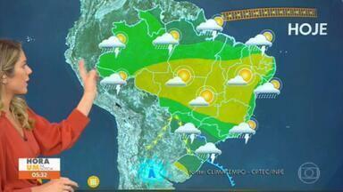 Confira os destaques da previsão do tempo para esta quinta-feira - Uma frente fria traz chuva e queda de temperatura para São Paulo nesta quinta-feira (10). Previsão de chuva para Recife e Aracaju.