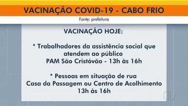Pessoas em situação de rua e quem atua na assistência social são vacinadas em Cabo Frio - Vacinação contra Covid-19 acontece nesta sexta-feira (11).