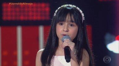 Valentina Corrêa é selecionada para time de Michel Teló no The Voice Kids - Menina cantou música pop e encantou jurados do programa no domingo (13).