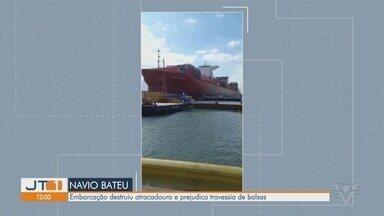 Após acidente com navio, travessia de balsas entre Santos e Guarujá registra filas - Navio de carga colidiu e destruiu um terminal de passageiros da balsa entre Santos e Guarujá neste domingo (20).