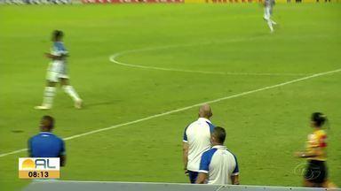 CSA entra em campo contra o Cruzeiro neste domingo - Partida marca o reencontro do azulão com o ex-treinador Mozart Santos.