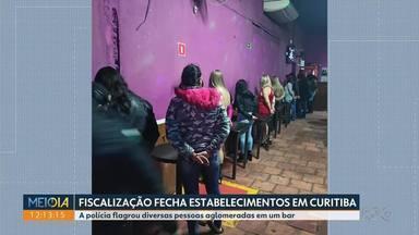 Fiscalização flagra várias pessoas em um bar de Curitiba - Durante a fiscalização três estabelecimentos foram fechados
