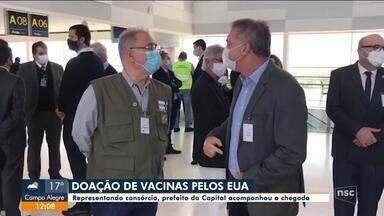 Prefeito de Florianópolis acompanha chegada de vacinas vindas dos EUA - Prefeito de Florianópolis acompanha chegada de vacinas vindas dos EUA