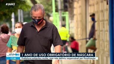 Lei que obriga uso de máscara em Manaus faz um ano; nas ruas, poucas pessoas respeitam - Capital do Amazonas 186.739 casos da doença e 9.156 mortes em decorrência da doença.