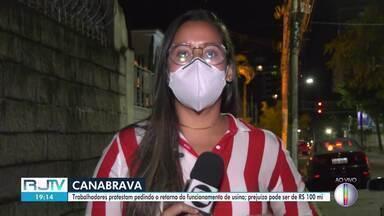 Trabalhadores da Usina Canabrava protestam pedindo retorno do funcionamento da usina - Manifestação bloqueou a BR-101 na altura de Travessão.
