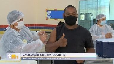 Assis começa a vacinar moradores a partir dos 37 anos - Assis e outras cidades do centro-oeste paulista começaram imunizar os moradores a partir dos 37 anos.