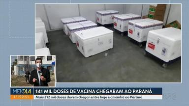 Paraná recebe 141 mil novas doses de vacina contra a Covid-19 - Outras 312 mil vacinas devem chegar entre terça e quarta-feira ao Paraná. Em Curitiba, sem novas doses, nesta terça-feira (20) tem apenas aplicação de segunda dose.