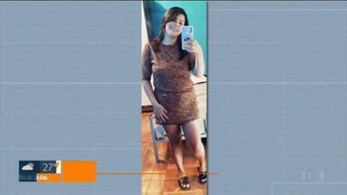 Delegacia de Homicídios da Baixada investiga morte da jovem Karine Marques, em Queimados - Ela estava desaparecida desde o fim de semana e foi encontrada morta, na noite de segunda-feira (26).