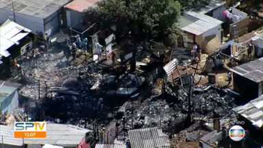 Incêndio em comunidade no Jardim São Luiz na capital - 5 barracos foram destruídos
