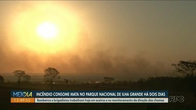 Incêndio no Parque Nacional de Ilha Grande já dura dois dias - Bombeiros trabalham no combate ao fogo e monitoram a direção das chamas.