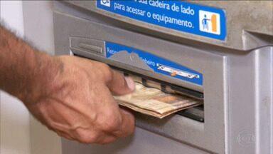 Começa hoje a segunda fase do Open Banking que vai permitir o compartilhamento de dados - Os bancos podem ter acesso às informações financeiras, desde que autorizadas pelos clientes. São dados sobre o perfil do cliente que ficam armazenados nas instituições. A ideia é que, ao analisar o histórico, o banco ofereça produtos com juros menores