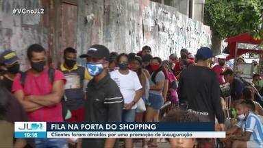 Inauguração de loja em shopping de Belém provoca aglomeração nesta terça-feira, 31 - Centenas de pessoas formaram uma longa fila por causa de uma promoção de aparelho celular.