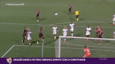 Atlético-GO arranca empate contra o Corinthians no fim do jogo - Zé Roberto marca de cabeça, e Dragão fica no 1 a 1 no Accioly