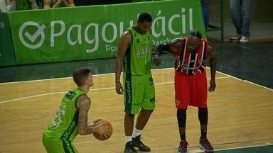 Bauru Basket se reabilita com propriedade diante do líder São Paulo - O Bauru Basket se reabilitou com propriedade diante do líder São Paulo nesta segunda-feira (13) no Panela de Pressão.