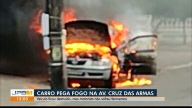 Carro pega fogo em avenida de Cruz das Armas - Morotista conta os detalhes de como tudo aconteceu
