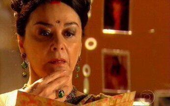 Kochi desconfia de Maya - Ela encontra uma carta desesperada da filha para Bahuan e fica intrigada