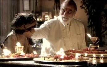 Shankar explica o Festival das Luzes - O brâmane explica para Hari o significado da comemoração.